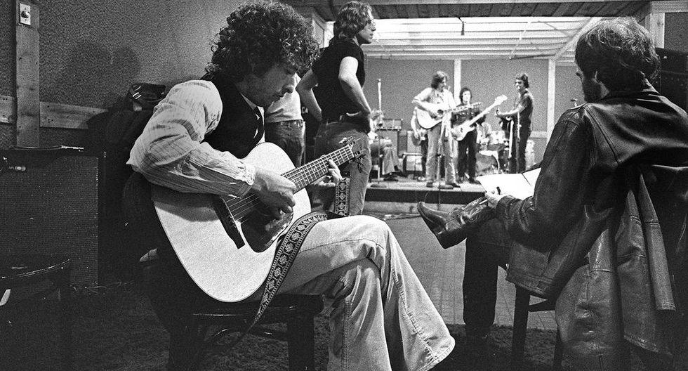 En 1975, Dylan emprendió la gira Rolling Thunder Revue, luego de varios años de reclusión y agitación.