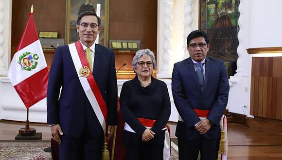 El presidente Martín Vizcarra le tomó juramento a Sonia Guillén. El primer ministro Vicente Zeballos, así como otras autoridades del Ejecutivo, también estuvo presente. (Foto: PCM)