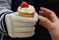 Prótesis a bajo costo: crean una mano robótica inflable con control táctil en tiempo real