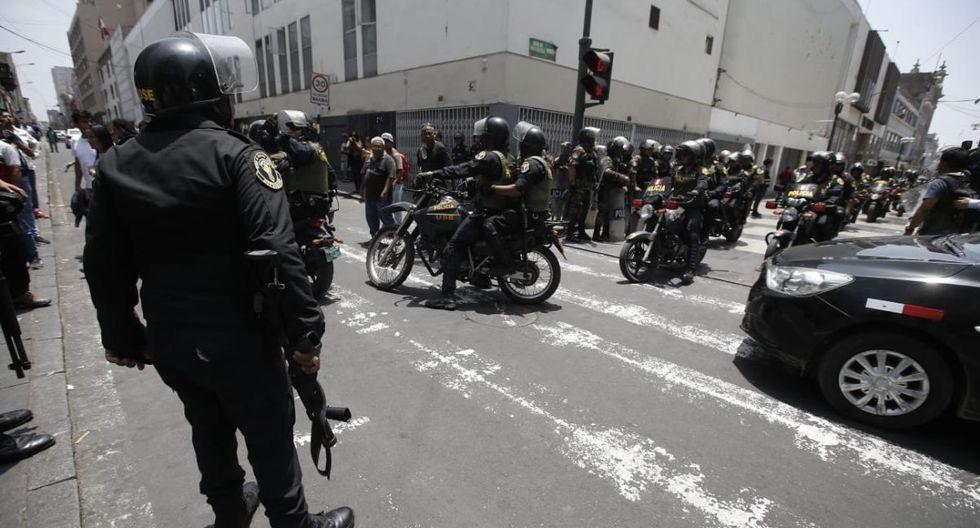 Un gran contingente policial se encuentra en el Centro de Lima. (Foto: Mario Zapata Nieto/GEC)
