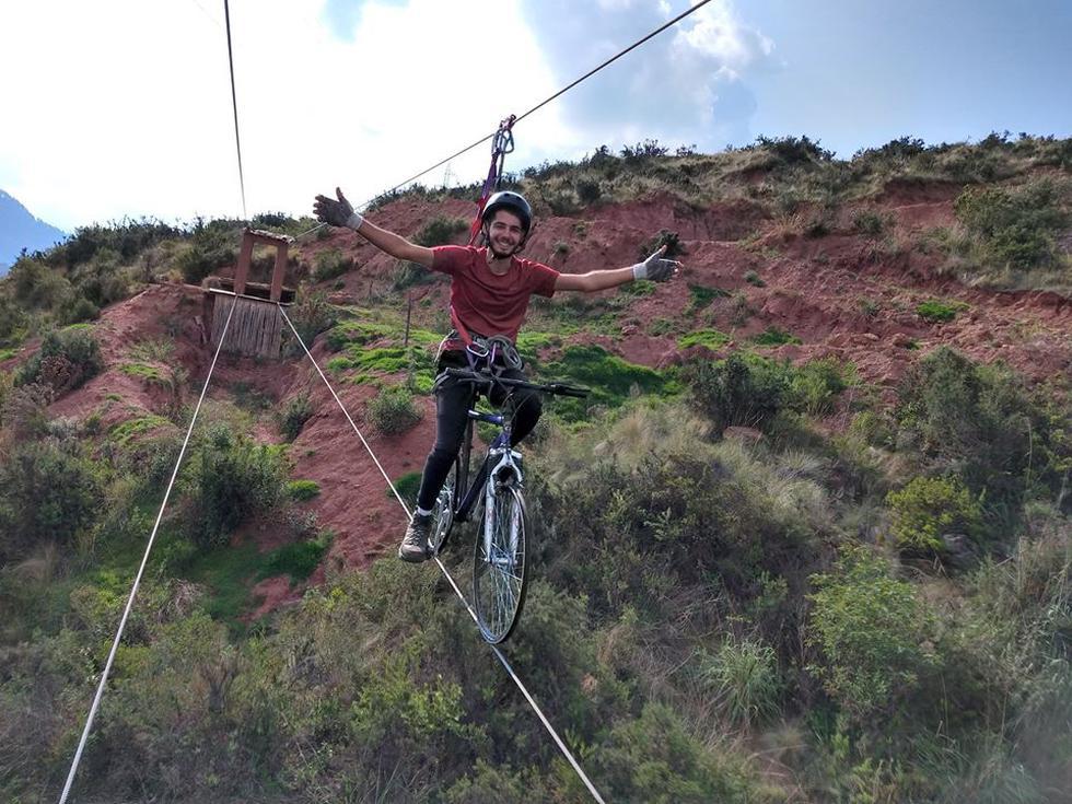 Pasea en 'bicicletas voladoras' en Cusco. ¿Alguna vez te imaginaste pedalear por los cielos? Desafía tu miedo a las alturas en el distrito cusqueño de Cachimayo, a tres horas de Cusco.