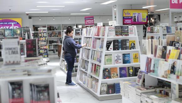 Las diversas promociones y ofertas de las librerías han ayudado a la venta de libros durante esta cuarentena. (Foto: Hugo Pérez)