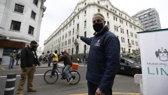 El alcalde indicó que las largas colas de personas que se forman en el Metropolitano exponen a los ciudadanos al contagio. (Foto: Francisco Neyra / GEC)