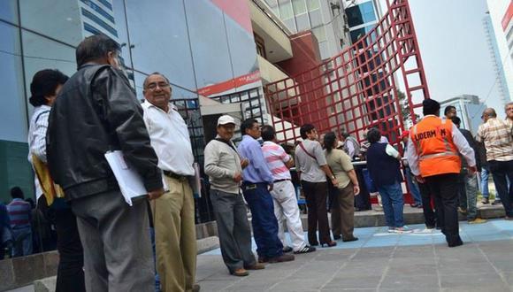Propuesta del Ejecutivo plantea incluir 1,2 millones de aportantes a la ONP al padrón de benefi-cios del segundo bono. Alrededor de 2,5 millones ya estaban inscritos. (Foto: Andina)