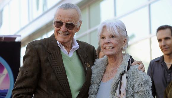 Stan Lee y su esposa Joan en el Paseo de la Fama de Hollywood (2011). (Foto: AP)