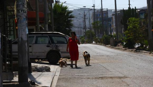 """""""En el Perú, las mujeres destinan un promedio de 40 horas semanales a tareas domésticas, mientras que sus pares varones solo 16. Esta diferencia se ha acentuado con la pandemia"""". (Foto referencial: Fernando Sangama/GEC)."""