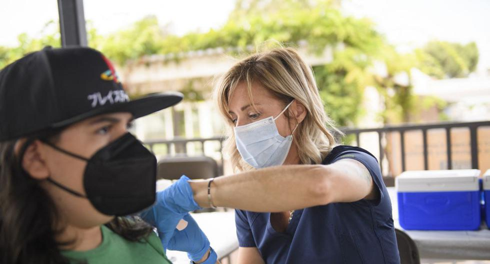 US orders all federal healthcare workers to get vaccinated for coronavirus