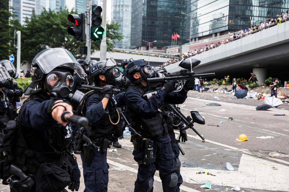 La oposición critica la dureza con la que la policía de Hong Kong reprime las manifestaciones. (AFP).