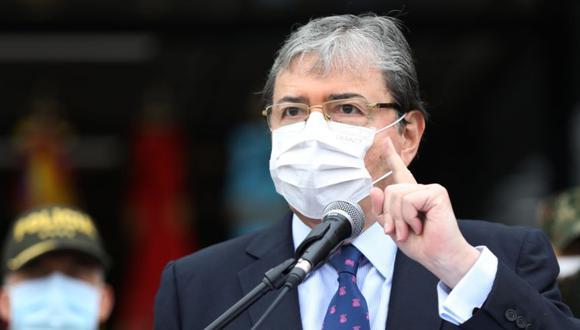 El ministro de Defensa de Colombia, Carlos Holmes Trujillo, durante una conferencia de prensa hoy, en la Escuela Superior de Guerra, en Bogotá (Colombia). (Foto: EFE/ Carlos Ortega).