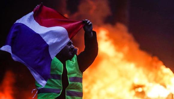 """Se esperan nuevos actos violentos en las protestas convocadas por los """"chalecos amarillos"""" para el sábado, pese al retiro del alza de impuestos a los combustibles. (Foto: EFE)"""
