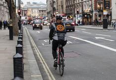 Ford crea una casaca con emojis y señales LED para la seguridad de ciclistas | FOTOS