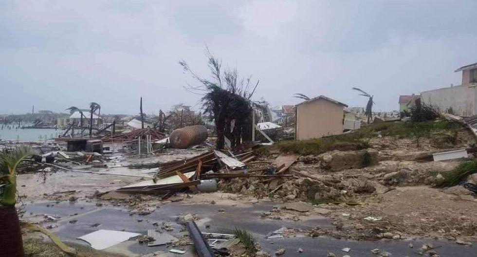 El huracán Dorian prácticamente se detuvo sobre las Bahamas el lunes, mientras las crecientes aguas y los intensos vientos arrasaban las comunidades de las islas, donde se registraron al menos cinco muertos.