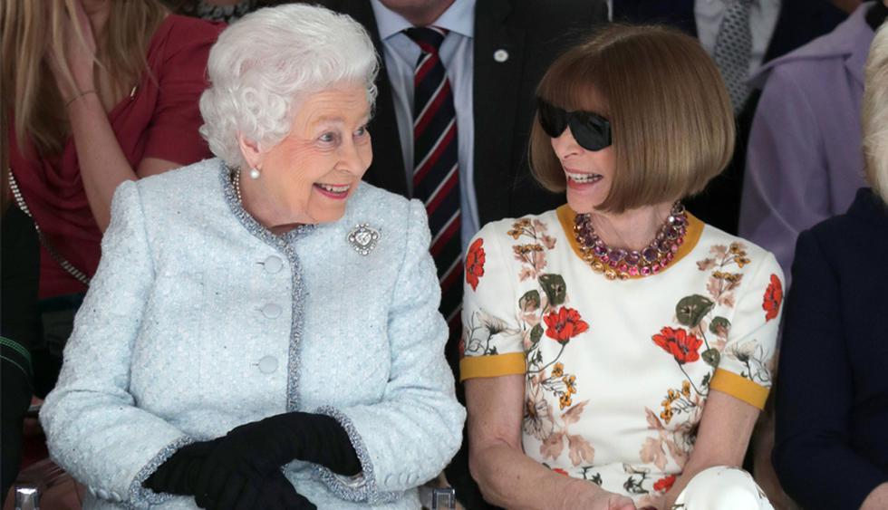 Anna Wintour. Sin lugar a dudas, la directora de Vogue USA es la mujer más poderosa de la industria de la moda. Tiene fama de ser una mujer exigente e impasible. Aquí, la vemos en el 'front row' de la última fecha del London Fashion Week de este año, junto con la reina Isabel II. (Foto: AFP)