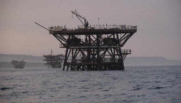 La existencia de cinco lotes petroleros que se superponen al espacio propuesto para la reserva marina ha sido una de las razones por las que esta área ha demorado en aprobarse.