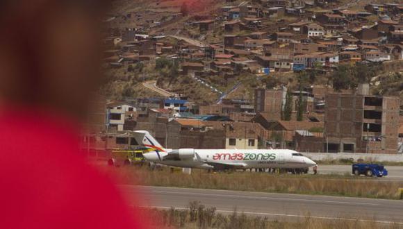 Pasajeros de Amaszonas siguen esperando en el aeropuerto