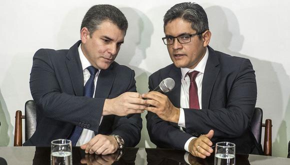 Los fiscales Rafael Vela y José Domingo Pérez, integrantes del equipo especial Lava Jato. (Foto: AFP)