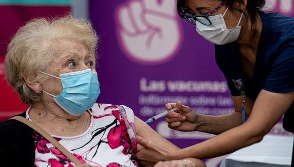 Conoce el esquema de vacunación de refuerzo del 20 al 24 de septiembre, en Chile. (Foto: Esteban Félix / AP)