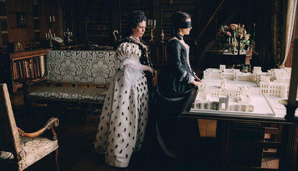 Lanthimos nos presenta un palacio real plagado de histeria, traición y paranoia. (Foto: Twentieth Century Fox)