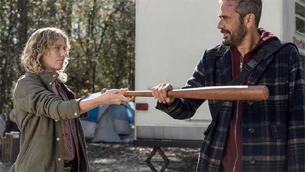 Laura le entregó a Negan el bate que el bautizó con el nombre de Lucille (Foto: AMC)