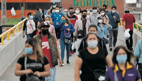 La circulación de personas por las calles ha aumentado en el verano pese a la pandemia del COVID-19. (GEC)
