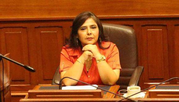 Ana Jara en la cornisa, por Pedro Tenorio