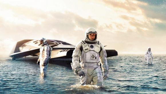 Interestelar, película dirigida por Christopher Nolan, fue asesorada por el físico estadounidense Kip Thorne, y parte de su trama ocurre cerca de un enorme agujero negro llamado Gargantúa. A pesar de pertenecer al género de la ciencia ficción, Interestelar lleva al cine principios físicos y recrea lo que se conoce hasta ahora sobre los agujeros negros.
