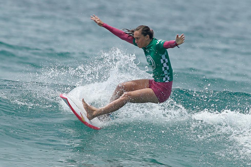 Justine Dupont habría corrido una de las olas más grandes de la historia del surf femenino. (Foto: AFP)
