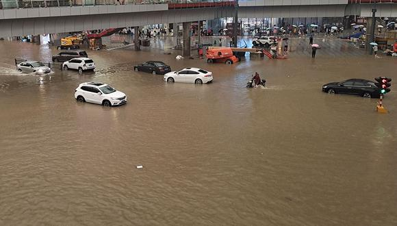Te explicamos que está pasando en esta ciudad de la China donde están sucediendo terribles inundaciones. (Foto: AFP)