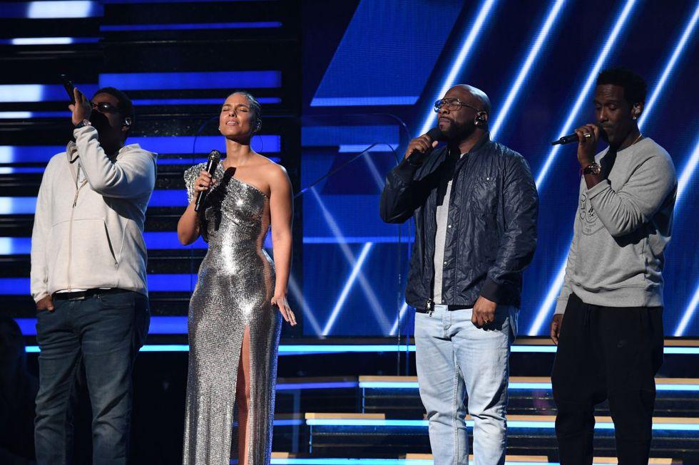 Alicia Keys y Boyz II Men cantan en honor a la leyenda del básquet Kobe Bryant en los Grammy 2020. (Foto: AFP)
