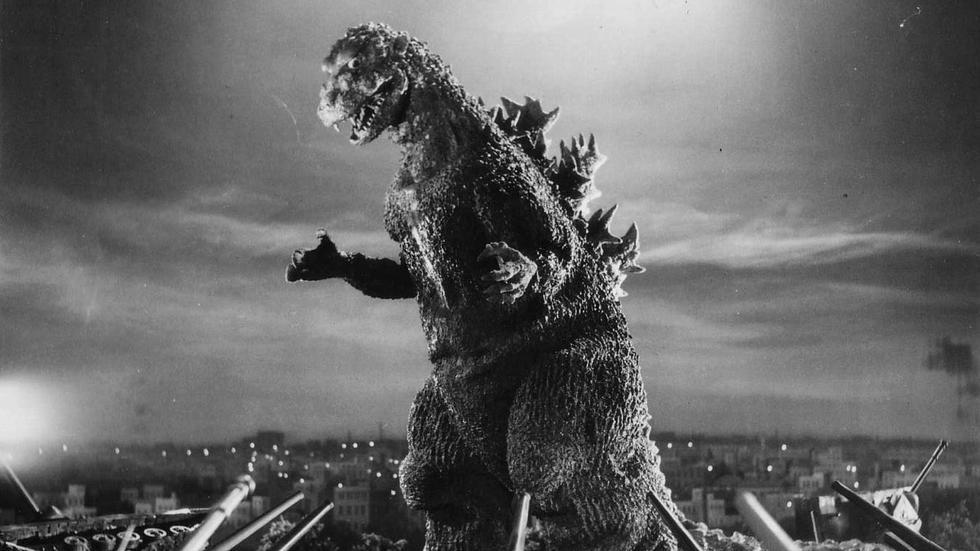 """La primera aparición del monstruo fue en 1954, en la película Godzilla, conocida en España como """"Japón bajo el terror del monstruo"""". Director: Inoshiro Honda."""