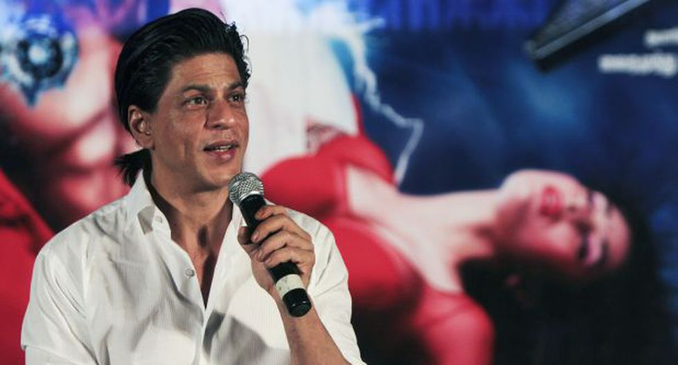 Facebook: se fotografió con Shahrukh Khan y encendió polémica - 1