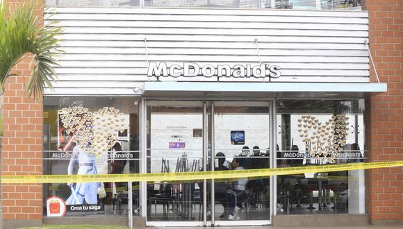 Carlos Gabriel Edgardo Campos y  Alexandra Antonella Porras Inga fallecieron dentro del local de comida rápida. (Foto: Jessica Vicente)