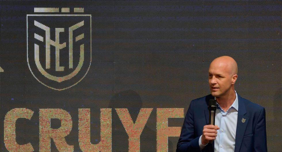Con apenas 45 años y un par de clubes dirigidos, Jordi Cruyff asumió la conducción de la nueva selección ecuatoriana. (Foto: AFP).