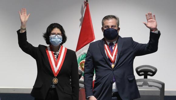 Nuevos jefes de Reniec, Carmen Velarde, y ONPE, Piero Corvetto, juraron este lunes al cargo (Foto: Alessandro Currarino/El Comercio)