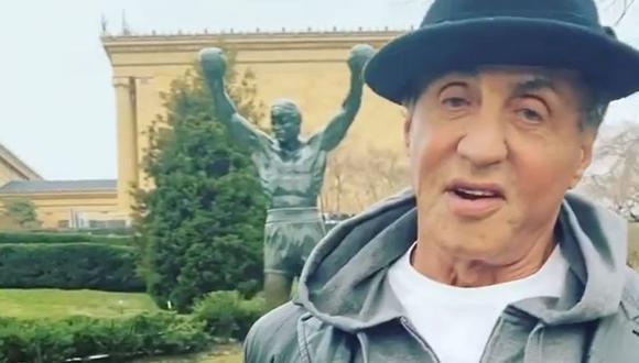 Sylvester Stallone sorprendió a todos con su visita a la estatua de Rocky en Filadelfia. (Foto: Captura)