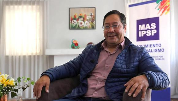 El virtual ganador de las elecciones presidenciales, Luis Arce, candidato del Movimiento al Socialismo (MAS) de Evo Morales, conversa con Efe durante una entrevista en La Paz, Bolivia. (EFE/ Martín Alipaz).