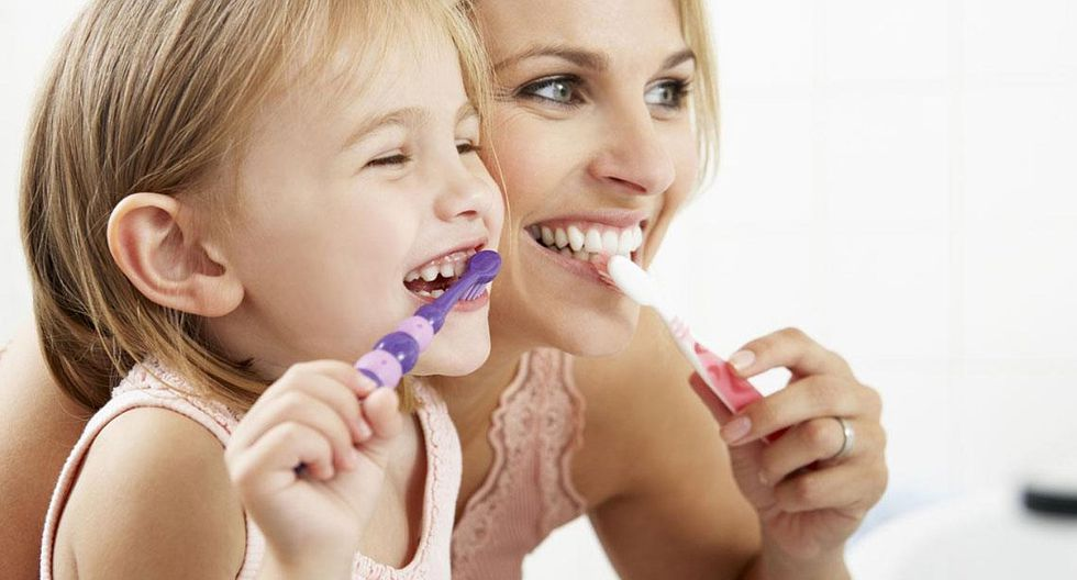Sepa cómo cuidar los dientes de sus hijos (y también los suyos) (VIDEO)