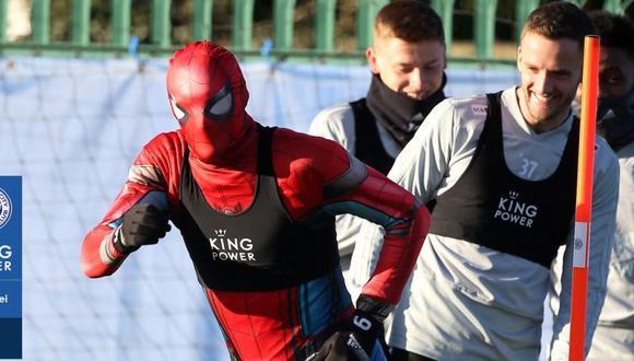Spiderman entrenó con toda la plantilla del Leicester City. (Foto: @LCFC)