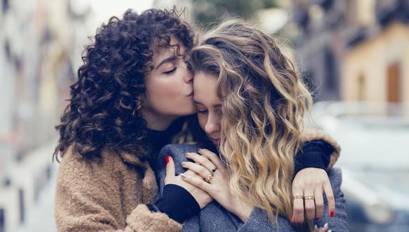 """Conversamos con Diana Rojo quien, desde España, nos dice que """"es que hay tantas personas homosexuales que lo raro es que no haya más representación en la ficción"""", sobre la aparición de la pareja de Luisita y Amelia en """"Amar es para siempre"""". (Foto: ATRESplayer)"""