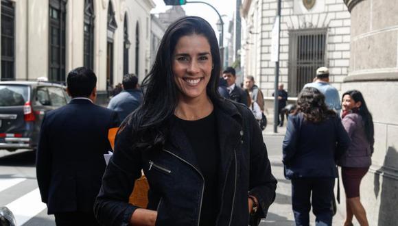 Gianella Neyra en el centro de Lima. (Foto: César Campos / El Comercio)