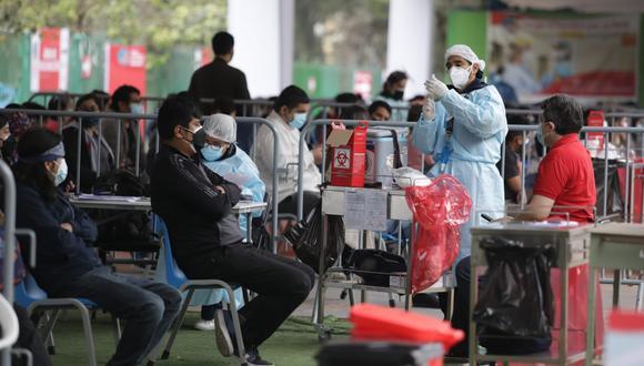 La Cancillería peruana y el Ministerio de Salud se encargaron de realizar las gestiones con ambos laboratorios para el abastecimiento de más dosis. (Foto: El Comercio)