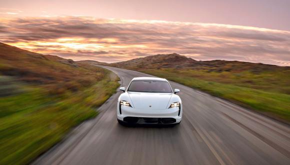 La fecha exacta todavía no se conoce, pero el Porsche Taycan estará disponible pronto en Perú. Alcanza los 100 km/h en apenas 2,8 segundos.