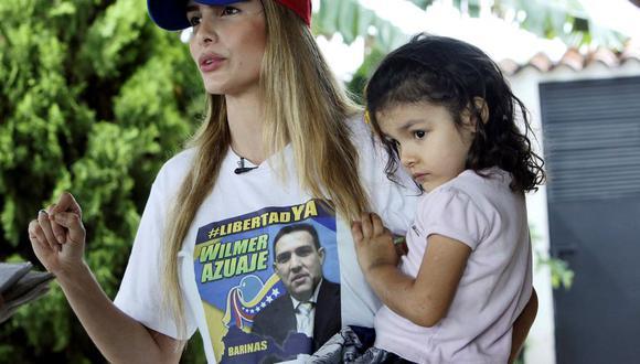 """""""El delito de mi esposo es soñar y trabajar por una mejor Venezuela"""", dice Kelly García, quien tiene dos hijas con Wilmer Azuaje. (Reuters)."""