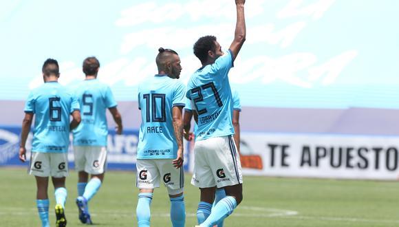 Cristal vs. San Martín: Carlos Lobatón convirtió el 3-0 con un espectacular golazo de tiro libre | VIDEO. (Foto: Violeta Ayasta)
