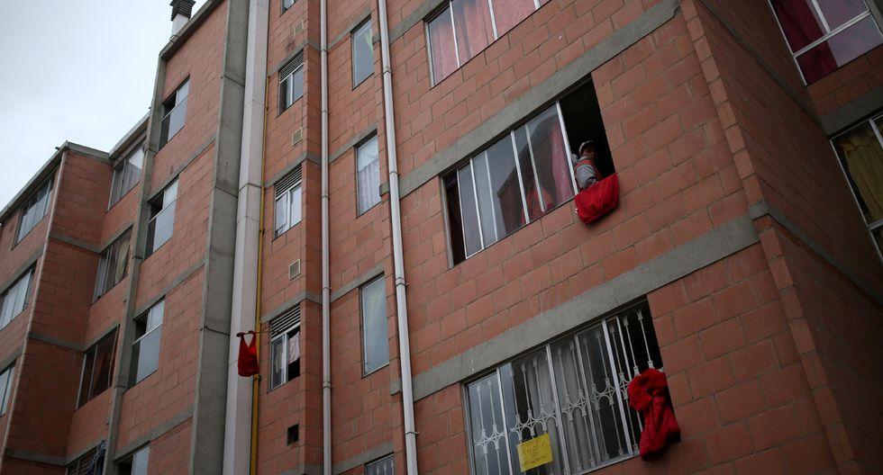 El colocar un trapo rojo en la ventana señala que no tienen víveres para subsistir ni siquiera para un día. (Foto: Reuters/Luisa Gonzalez)