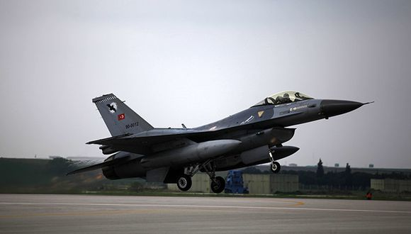 Aviones de Turquía atacan Afrín tras entrada de milicias del régimen sirio. (Reuters).