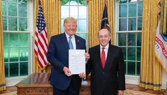 Donald Trump recibió al embajador peruano Hugo de Zela en el Salón Oval de la Casa Blanca. (Foto: Cancillería peruana)