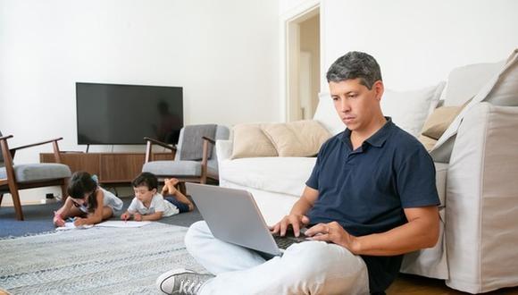 Algunas de las acciones más comunes para seguir la norma es tratar de respetar los horarios de trabajo formales. (Foto: Freepik)