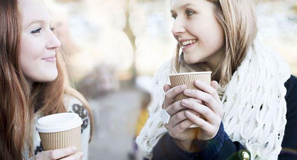 ¿Tomar un café con desconocidos puede mejorarnos un 10%?
