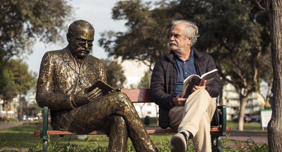 Además del evidente parecido físico, el escritor peruano Ricardo Palma, fallecido hace 100 años, y el director de cine Augusto Tamayo comparten la pasión por contar historias para intentar comprender, sin juzgar, las debilidades humanas.